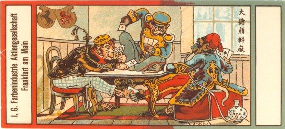 Historische BASF-Verpackung mit einer Gruppe von Affen beim betrügerischen Pokern. Durch die Integration von Motiven mit kulturellem Symbolwert wie Drache und Affe bewies das Unternehmen Sensibilität und sicherte sich Verkaufserfolge. © Corporate History / Unternehmensarchiv BASF (Ludwigshafen)