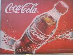Coca Cola – die amerikanische Weltmarke aus Atlanta selektierte für die phonetische Übersetzung chinesische Schriftzeichen mit positiver Bedeutung. © at