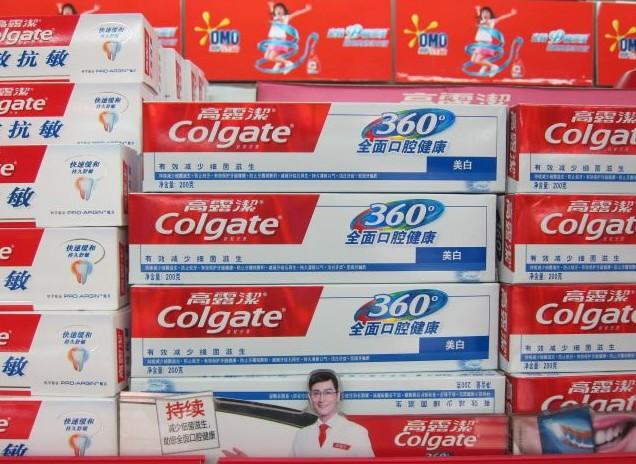 Die Zahnpastamarke Colgate setzt in ihren Werbemaßnahmen in China auf die wissenschaftliche Anspracherichtung, hier am Point-of-Sale in einem chinesischen Supermarkt. © at