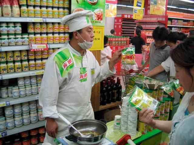 Mit Produktvorführungen in chinesischen Supermärkten versucht Knorr, neue Kunden zum Kauf zu animieren. © at