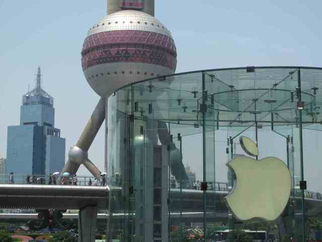Apple am Oriental Pearl Tower in Shanghai-Pudong. © at