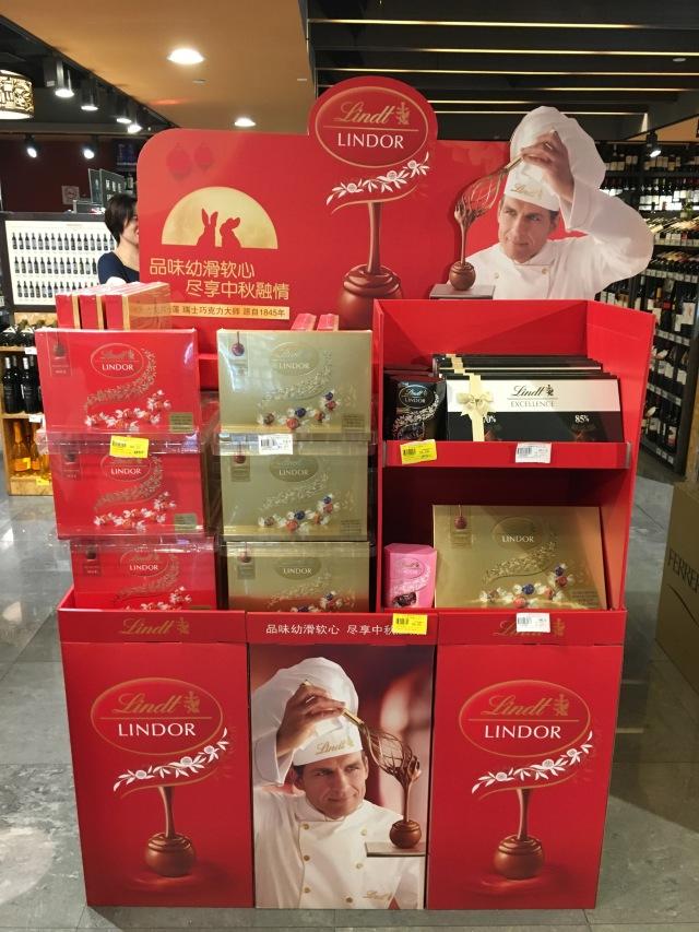 Schweizer Maître Chocolatier und chinesischer Mondhase. © at