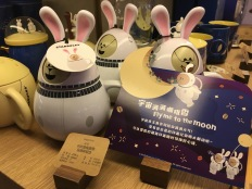china-marketing-blog-starbucks-becher-fly-me-to-the-moon