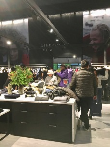 china-marketing-blog-canada-goose-opposite-house-consumers