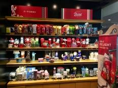 china-marketing-blog-starbucks-china-christmas-2018-shelf