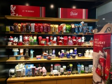 china-marketing-blog-starbucks-china-christmas-2018-shelf