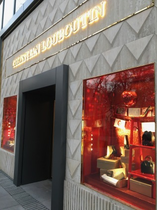 china-marketing-blog-christian-louboutin-christmas-sanlitun