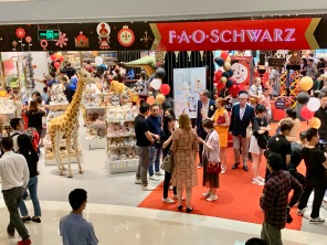 china-marketing-blog-fao-schwarz-beijing-opening-1