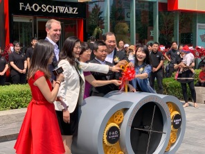 china-marketing-blog-fao-schwarz-beijing-opening-2