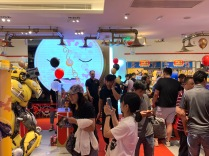 china-marketing-blog-fao-schwarz-beijing-opening-6