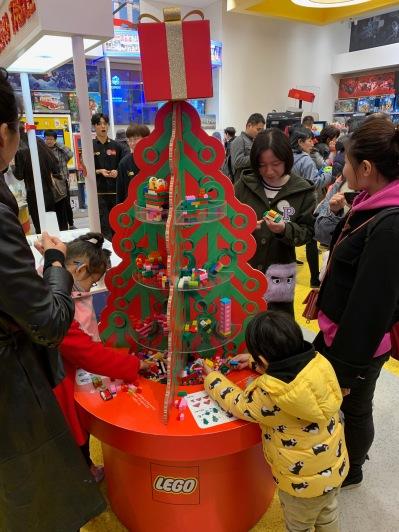 china-marketing-blog-christmas-lego-flagship-shanghai-1