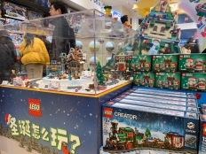 china-marketing-blog-christmas-lego-flagship-shanghai-3